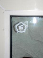 И ещё издевательская наклейка на стекле