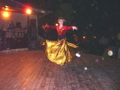 Горячие местные танцы