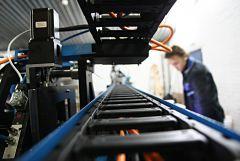 Тестирование нового Автоматического центра свинчивания и обработки профиля (робот-шуруповерт) VSTEC M-300 и M-300s