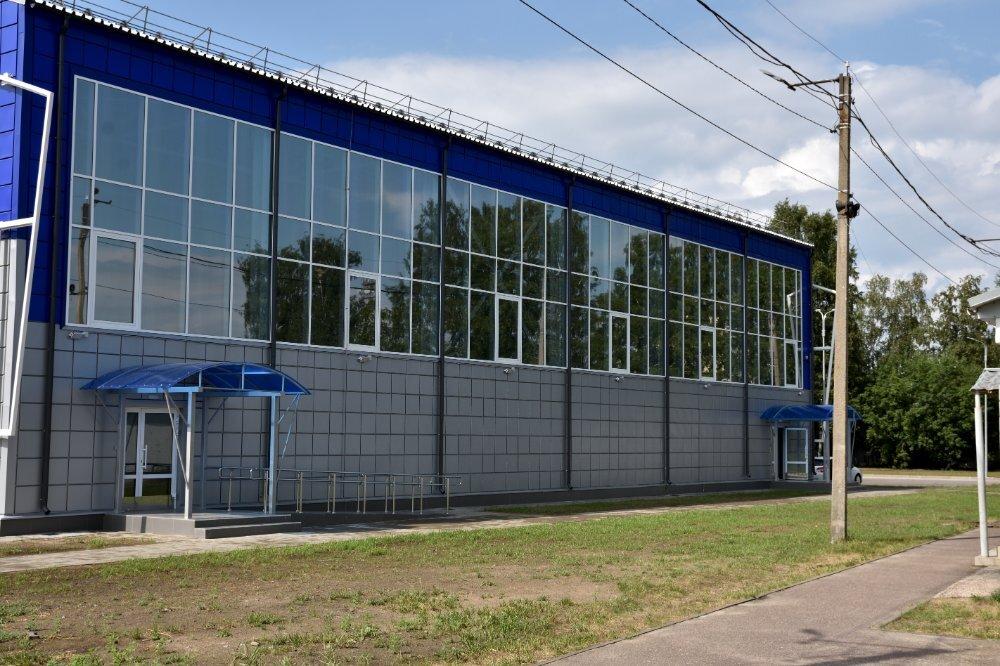 ФОК Кировск  июль 21 общий вид большого витража 5 на 40 м (3).jpg