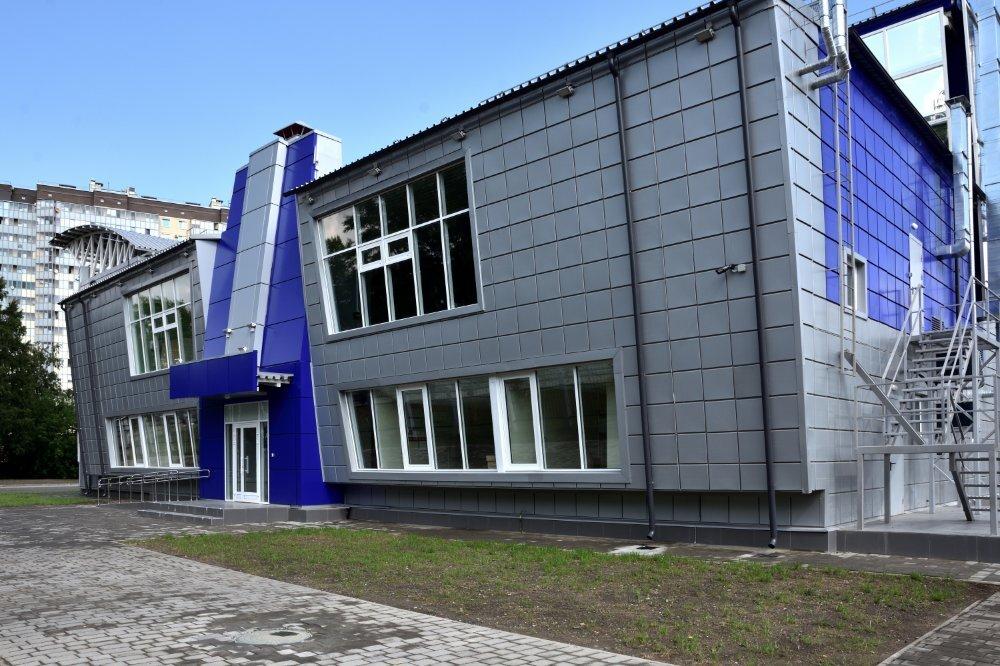 ФОК Кировск  июль 21 наклонный фасад со стороны набережной.jpg