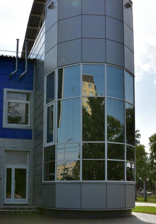 ФОК Кировск  июль 21 эркер на круглой башне.jpg